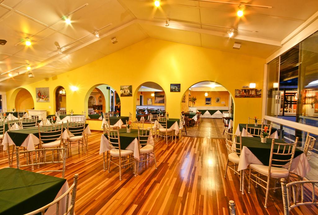 Refeição Hotel Chris Park