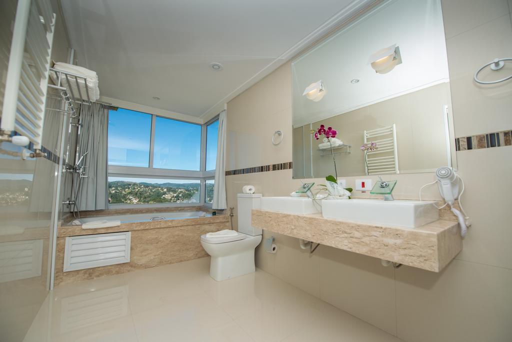 banheiro-hotel-chris-park-campos-do-jordao-01